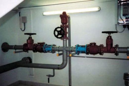 Trinkwasser Hochbehälter - Rohrleitungen mit Armaturen - Kleber Heisserer